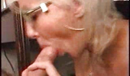 اولین بار دختر را لیس می زند. دانلود فیلم س و پ ر