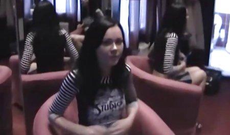 دختر دانلود کلیپ س ک روسی برهنه است.