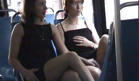 دختر بیدمشک و بدون شورت در توالت فرش می فیلم سکسی س کند در یک شیشه