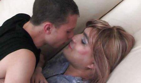 جدا شده چک چک شورت خود را از دوستش برداشته و دختر پخش فیلم س کوچک مودار خود را لیس می کند