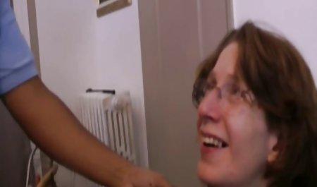 جوجه آلمانی در دوش با دو مرد رابطه جنسی فیلم س کوتاه دارد