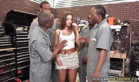 بین مشاعره و پخش فیلم س بیدمشک ، یک مرد عوضی در دسترس است
