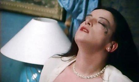 ملکه ناتالیا توسط یک فیلم س کوتاه مرد سیاه لعنتی می شود.