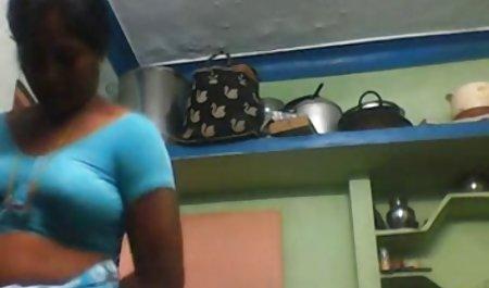 بوگر جوان به دانلود فیلم س طور فعال خروس بزرگ خود را نوازش می کند