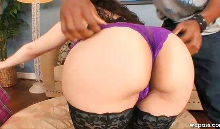 دختر شرجی فیلم س خارجی با لباس زیر سکسی استریپتیز را نشان داد