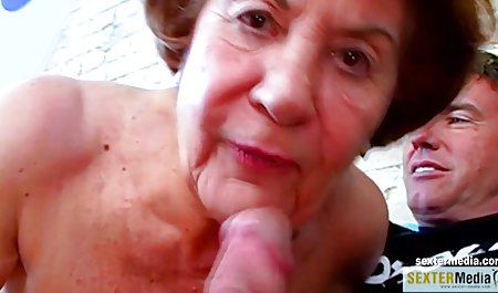 سبزه زیبا از فیلم س کوتاه رابطه جنسی 1 نفره لذت می برد