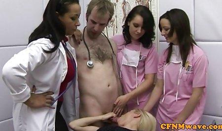 دختران پسر را با پاهای خودارضایی می کنند و در استخر به او می س ک س ب دهند