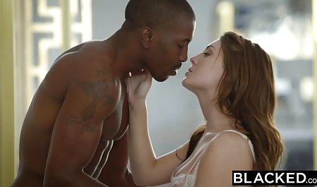 مالاتو گرم در جوراب ساق بلند یک سکسس س مقعد خارق العاده را با یک مرد سیاه می گیرد