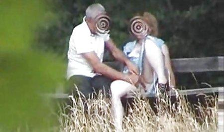Pihar به ویدیو کلیپ س صورت آنالوگ یک سبزه باریک لعنتی می کند