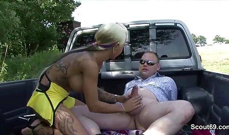 رئیس سیاه دبیر را کلیپ س ک با دیک بزرگ مجازات می کند.