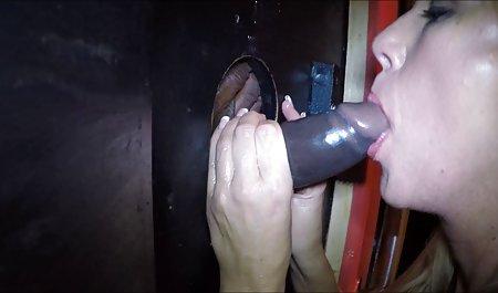 دروازه بان روسی که س سیکس از دامن کوتاه یک غریبه جاسوسی می کند