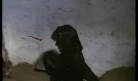 زن آلمانی کلیپ س ک ۳۰ با لباس زیر مشکی در خیابان رابطه جنسی دارد