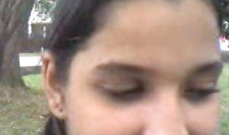 سفید یک زن سیاه را در چشمان شکلات لعنتی می کند. فیلم س کوتاه