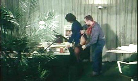 مرد سیاه خالکوبی یک بلوند سرخ فیلم سوپر س کرد.