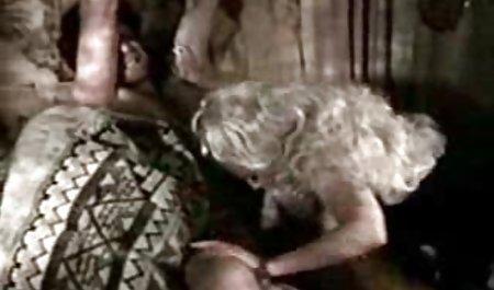 پیرمردی فیلم س داستانی یک گربه دانش آموز را لیسید و دوست دختر خود را در الاغ قرار داد