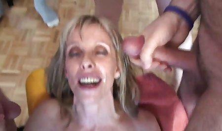 فاک فیلم سکسی س یک دختر نازک را در بیابان سرخ می کند.