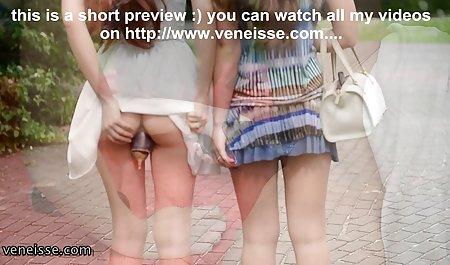 دخترها پاهای زیبایی را در جوراب شلواری نایلونی نشان می سگس س دهد