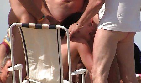 لزبین با نمایش فیلم س تجربه رابطه جنسی دهانی زیبایی جوان را آموزش می دهد