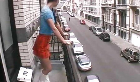 نامادری یک استریپون جوان را لگد می زند. فیلم س و پ ر