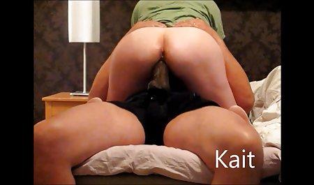زن فیلم س سوپر کره ای با اشتیاق پاهای یک دوست دختر برهنه روسی را می بوسد