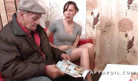 سیگار فیلم س سوسانو کشیدن دختر دو سیاه را در حالت های مختلف فاک می کند