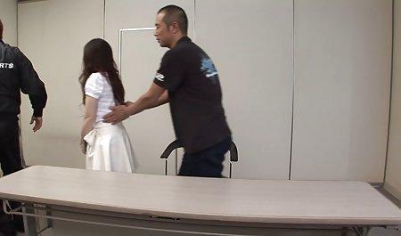 این عروسک در چت تصویری Runet جذابیت های خود را به دوربین نشان فیلم س کوتاه داد